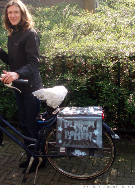 Ik droom van bomen, fietstas, bicycle bag, spraycan, stencil, Enkeling, 2010