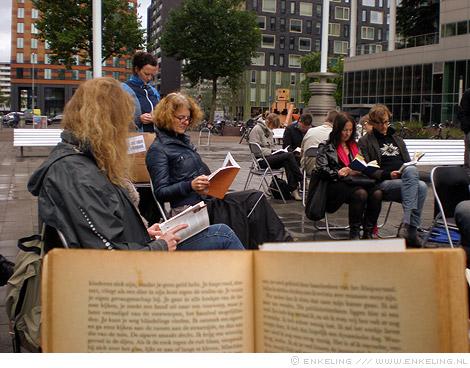 Read-in, Zuidas, Kristien Hemmerechts, Vrije Universiteit, Amsterdam, flashmob, lezers, readers, Enkeling, 2012