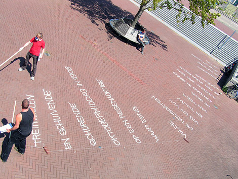 westerdoksplein, gedichten, Tsead Bruinja, Paul Rood, typografie, spuitbus, voetleespad, Enkeling, 2011